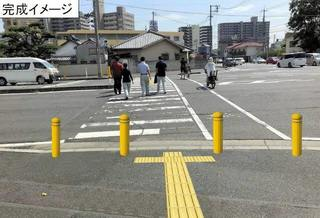 岡山市交差点歩道にポール-1.jpg